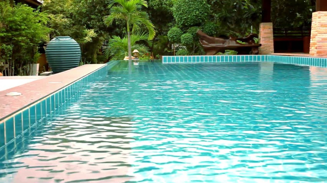 Ways To Acquire An Utilized Swimming Pool Home Builder